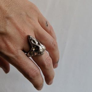 Large skull silver ring